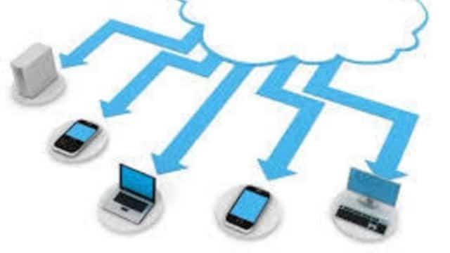 schéma de données envoyées depuis un logiciel saas vers plusieurs appareils mobiles, pc, tablette